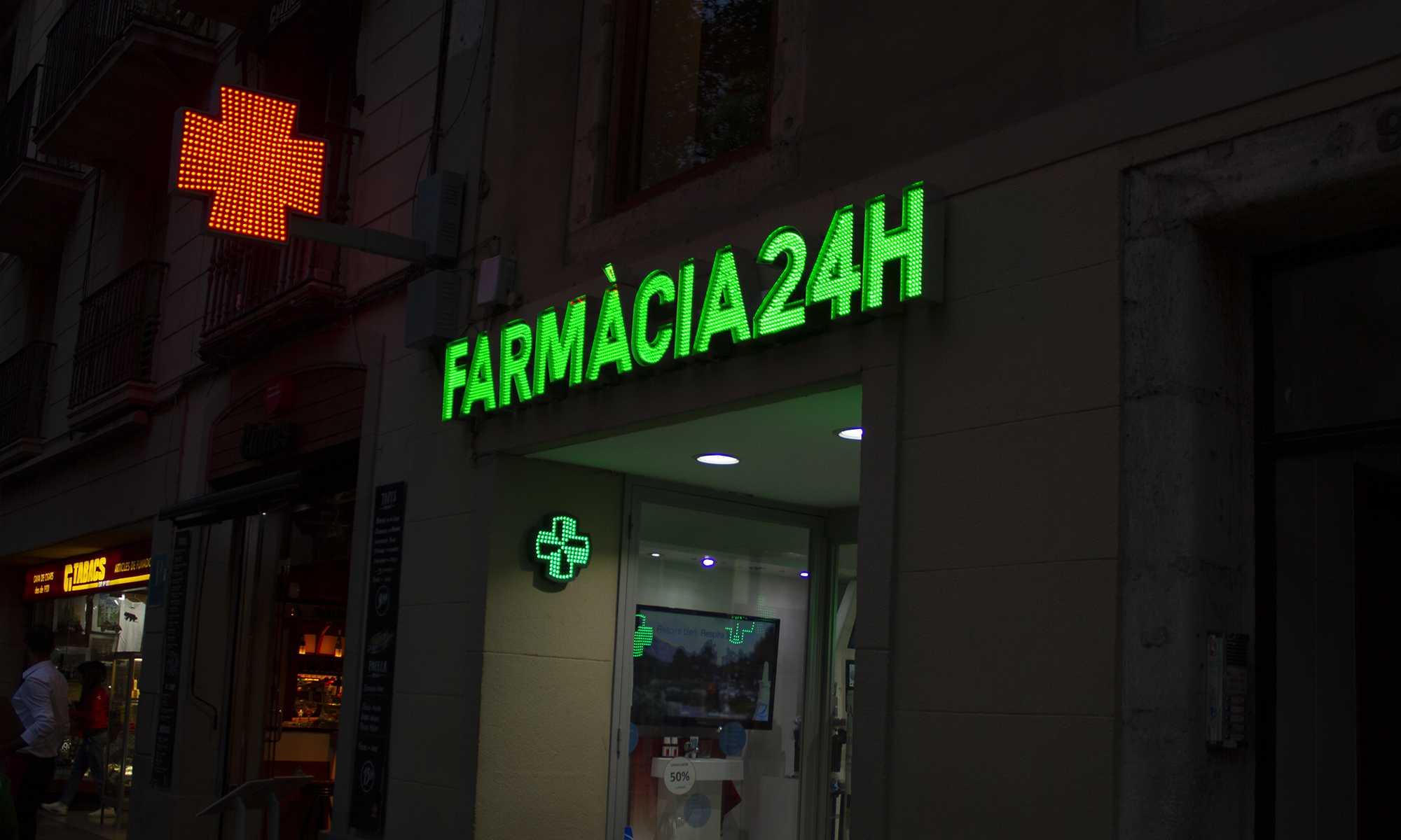 Farmacia Clapes 24h en la Rambla de Barcelona